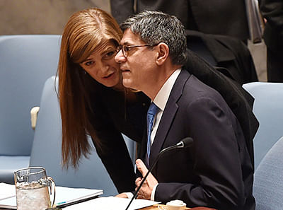 Jacob Lew, US Treasury Secretary and US Ambassador to the UN Samatha Power speak as Finance Ministers gather at the United Nations Security Council holding the first meeting of Finance Ministers on  December 17, 2015 in New York. The meeting was to adopt a wide-ranging draft resolution aimed at ramping up sanctions against the Islamic State group and cutting off its revenue flows. AFP PHOTO / TIMOTHY A. CLARY