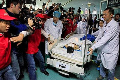 Man pulled out alive from China mudslide after 3 days