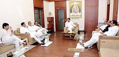 Ruling Congress attacks ex-CM for relying on anecdotal information