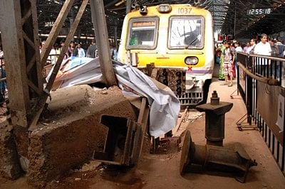 Mumbai local train rams into platform buffer at CST,none hurt