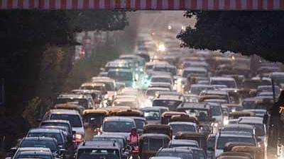 Gadkari asks carmakers to focus on alternative fuel vehicles; ensures govt support