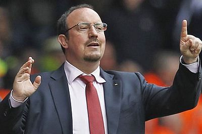Bernabeu concentrate protests against Rafael Benitez