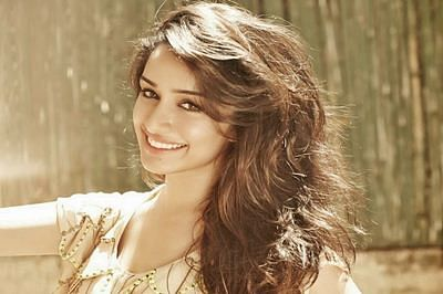 After 'Baaghi', Shraddha starts shooting for 'OK Janu'