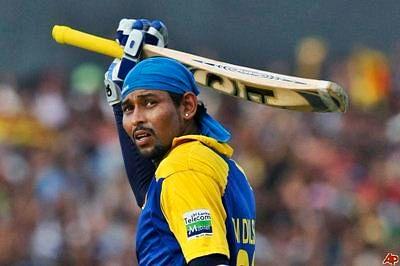 Tillakaratne Dilshan guides resurgent Lanka to eight-wicket win over Kiwis