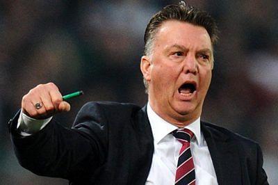 Van Gaal eyeing new strikers to bolster flagging Man Utd