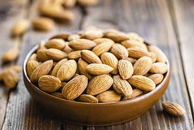Eat almonds & say bye to facial wrinkles