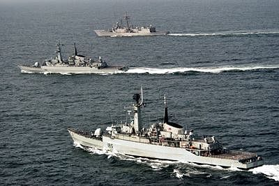 Two Pakistan naval ships in Shanghai for joint exercises with China