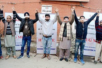 Blindfolded Kashmiri Pandit invites 'hugs' to promote brotherhood