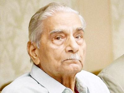 Shanti Bhushan claims  father owned shares in AJL