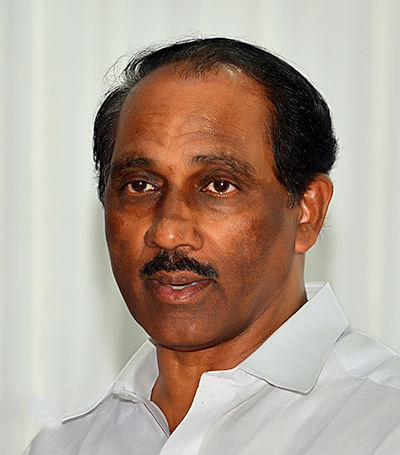 Kerala Excise Minister  withdraws resignation