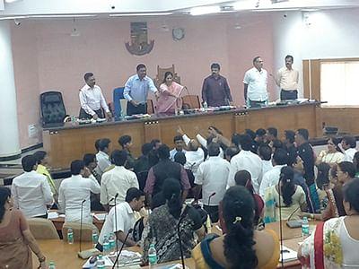 Ruckus at MBMC meet,  BJP corporator injured