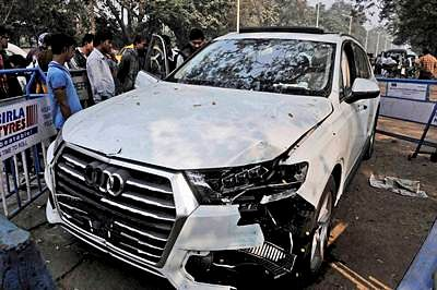 Kolkata: The Audi car that broke three barricades before entering into Red Road and killing an Air Force airman who was participating in a rehearsal for the upcoming Republic Day on Wednesday. PTI Photo  (PTI1_13_2016_000152B)
