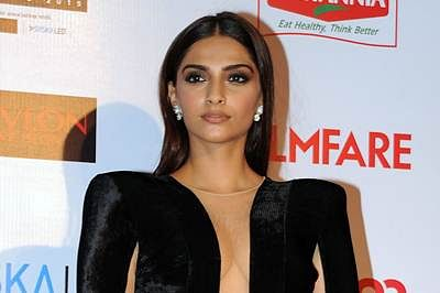 Indian Bollywood actress Sonam Kapoor poses for a photograph during the Filmfare Awards 2016 party in Mumbai on late January 9, 2016. AFP PHOTO / STR