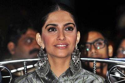 Indian Bollywood actress Sonam Kapoor attends the annual 'Mumbai Police Melawa' show in Mumbai on January 19, 2016. AFP PHOTO
