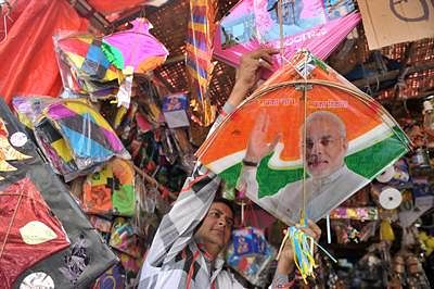 Indore bazaar: Indian kites soar, Beijing manjha loses edge