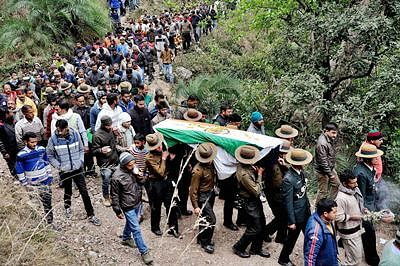 Chamba: Army jawans and officers carry the coffin of soldier Havildar Jadish Chand, who was killed in terrorist attack in Pathankot, during his cremation at his native village in Chamba district on Monday. PTI Photo (PTI1_4_2016_000309B)