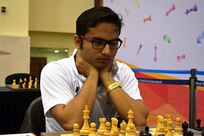 Stany stuns Shardul Gagare