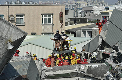 Survivors pulled out of Taiwan quake rubble