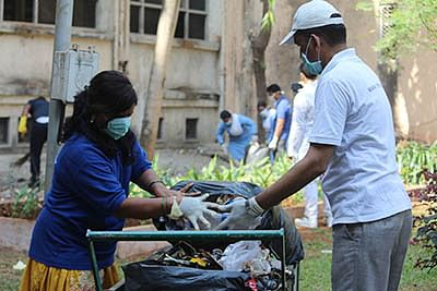 Municipal commissioner checks cleanliness drive in various areas