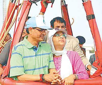 Shivraj turns a tourist at Hanuwantiya, rides hot air balloon