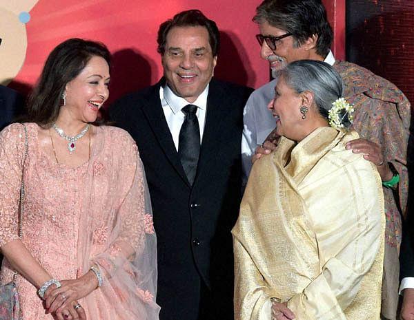 Mumbai: Bollywood legends Dharmendra, Hema Malini, Amitabh Bachchan and Jaya Bachchan during the launch of actress and MP Hema Malini's music album Dream Girl, in Mumbai on Monday. PTI Photo by Santosh Hirlekar(PTI2_15_2016_000317B)