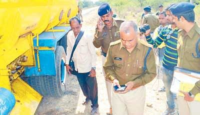 Looters murder truck driver and cleaner at village Mangrola, Ujjain
