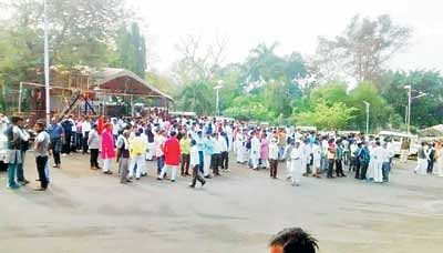 Panchayat representatives create ruckus, slog it out in front of CM House