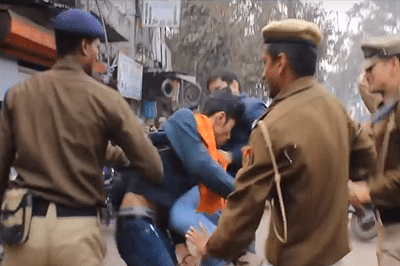Delhi cops under fire for thrashing women protesters