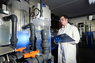 Novel way to convert CO2 and  water into liquid hydrocarbon fuel