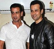 Rohit Roy and Ronit Roy to play villains in Sanjay Gupta's Kaabil