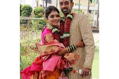 Dhawal Kulkarni ties the nuptial knot