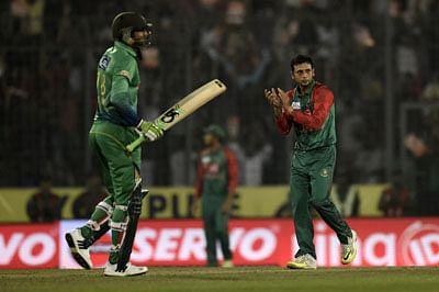 Pakistan batsmen under fire