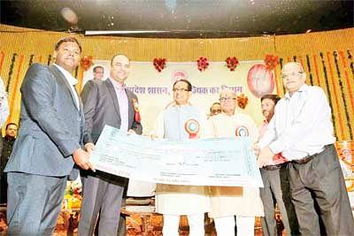Chauhan felicitates 'Bhamashahs' formajor contribution to state's economy