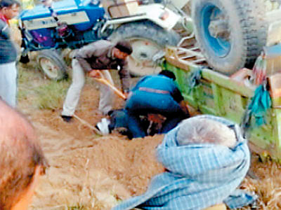Forest guard trying to nab sand mafia goons crushed to death