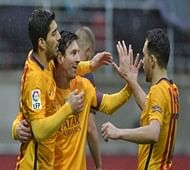 Messi keeps Barca rolling, Atletico down Neville's Valencia
