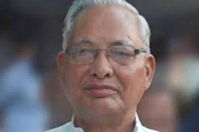 Speaker issues notices to rebel Cong MLAs, Jaitley, Rahul spar