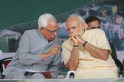 Katra: Prime Minister Narendra Modi and J & K Governor NN Vohra during a public meeting at Katra on Tuesday. PTI Photo (PTI4_19_2016_000097B)