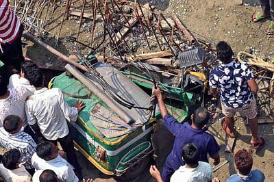 Bhopal: Woman dies, husband & two  children injured in auto-bike collision