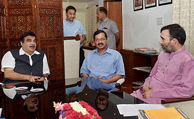New Delhi: Union Minister for Road Transport, Highways & Shipping Nitin Gadkari with Delhi Chief Minister Arvind Kejriwal and Transport Minister Gopal Rai during a meeting  in New Delhi on Tuesday. PTI Photo by Kamal Singh(PTI4_12_2016_000092B)