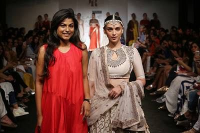 Sonakshi Sinha, Aditi Rao Hydari, Shibani Dandekar, Shruti Hassan rock the ramp at LFW Day 3- Part 1