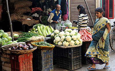 India's July wholesale inflation falls 0.58%, food prices soar