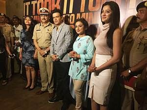 Manoj Bajpayee felicitates a team of Police Officials