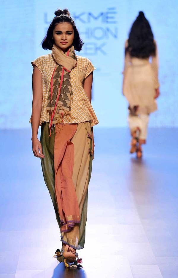 Model walks for Paromita Banerjee at LFW SR 16
