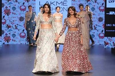 Sonakshi Sinha, Aditi Rao Hydari, Shibani Dandekar, Shruti Hassan rock the ramp at LFW Day 3- Part 2