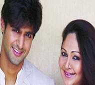 Tanuj Virwani breaks the ice between Rati Agnihotri & Sunny Leone!