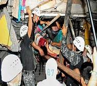 Rescuers pull out survivors of deadly Ecuador quake