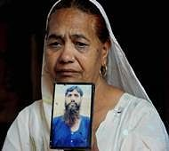 Amriitsar:Jagir Kaur, sister of Indian national Kirpal Singh who was languishing in a Lahore jail in Pakistanl for more than 20 years, cries as she shows his photograph while mourning at news of his death, in Amritsar, Tuesday. According to reports, Kirpal Singh was found dead in his cell on 11 April in Lahore. He was arrested in 1992 when he allegedly crossed the India-Pakistan border at Wagah. He was given a death sentence in a serial bomb blast case. PTI Photo (PTI4_12_2016_000153B)