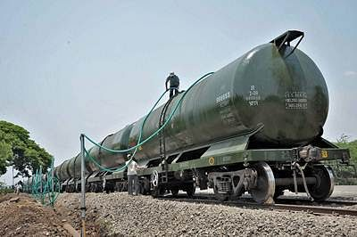 Sangli : Water being filled in the wagons of a train ready to depart for drought-hit Latur district, at Miraj station near Sangli on Tuesday. PTI Photo  (PTI4_19_2016_000166B)