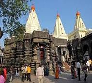 Cops ask Desai to wear saree in Mahalaxmi temple tomorrow