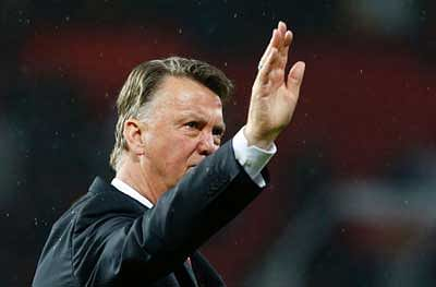 Van Gaal booed as Man Utd sign off in fifth